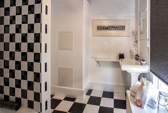 Ambrose's Retreat Bathroom