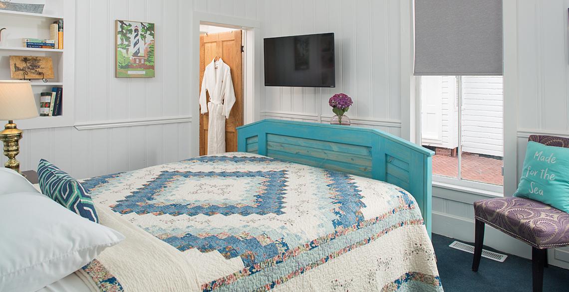Sailor's Rest Master Queen Bedroom