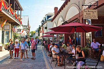 Al fresco dining along Aviles Street in the Old City