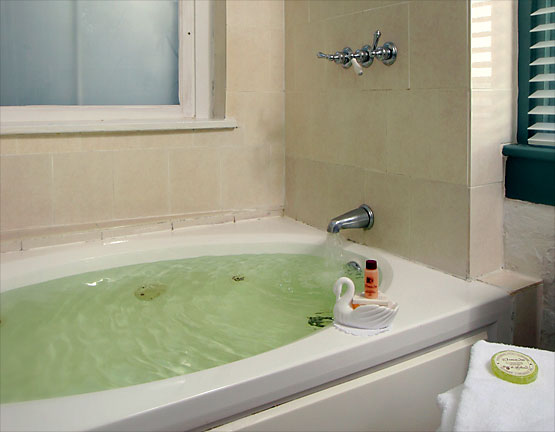Ballerina Room whirlpool tub