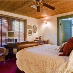Dummett Room bed