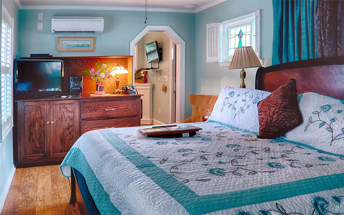Garden Hideaway bedroom