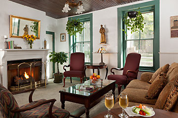St. Francis Inn's common area Living Room