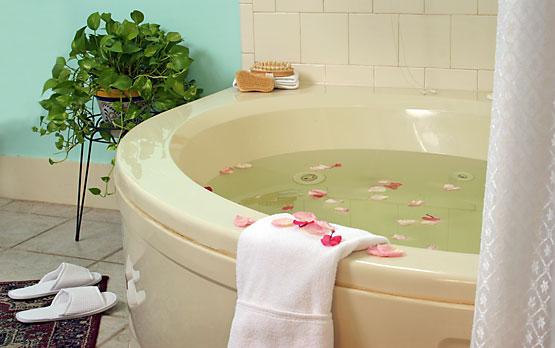 Margaret's Room whirlpool tub