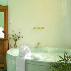 Saffron's Suite whirlpool tub and antique dresser
